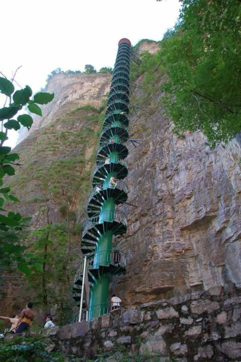 china-boasts-a-huge-spiral-staircase-3