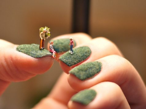 little-people-on-fingernails-1
