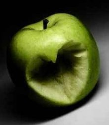 heart_carved_in_apple