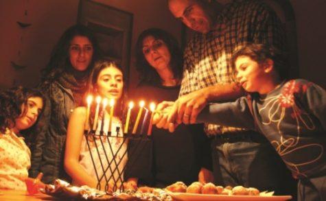 cha-menorah-family_539_332_c1